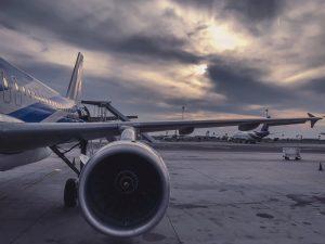 Mokslininkai kuria naują medžiagą lėktuvams ir automobiliams: pati parodys plika akimi nematomus pažeidimus