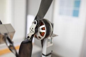 KTU mokslininkai kuria inovatyvų skraidymo aparatą – elektrokopterį: gabens krovinius