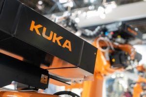 KTU mokslininkų tyrimas: Lietuvos baldų pramonės darbuotojai šiek tiek baiminasi, kad juos pakeis robotai